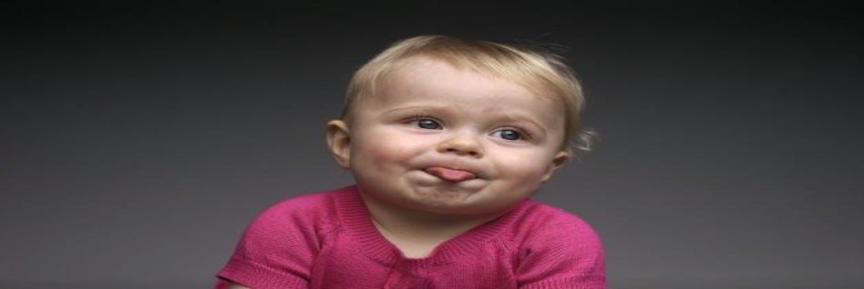 Vídeo mostra crianças experimentando alimentos pela primeira vez